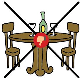 Nett hergerichteter Tisch mit Stühlen