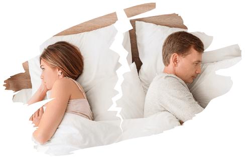 Pärchen liegt frustrierend im Bett